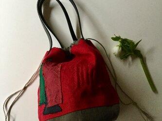 リネンのコラージュと刺し子の巾着バッグの画像