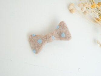 羊毛リボンのヘアクリップ〈ベージュドット〉の画像