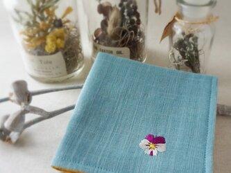 手刺繍入り4重ガーゼハンカチ「ビオラホワイト」[受注制作]の画像
