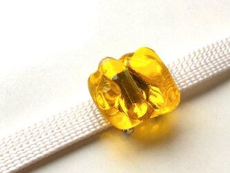黄色いガラス帯留の画像