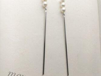 three pearl & stickの画像