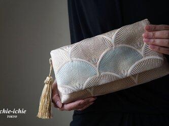 服部織物 結婚式やパーティー、日常使いにも。2way帯クラッチバッグ& ハンドバック 絹帯 リメイク ゴールドの画像