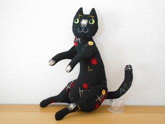 絶対に目が合わないウールの黒猫の画像