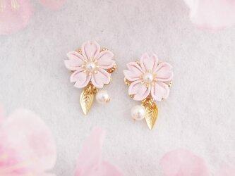 桜の願いピアス *つまみ細工*の画像