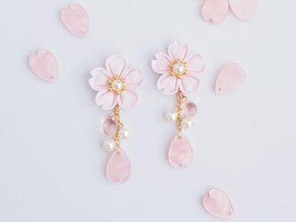 零れ桜のイヤリング *つまみ細工*の画像