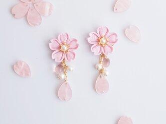 零れ桜のピアス *つまみ細工*の画像