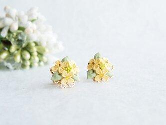 菜の花のピアス *つまみ細工*の画像