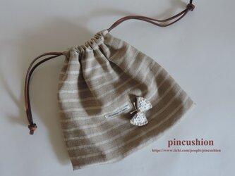 リネンボーダーの巾着 ~ ブローチ付き ~の画像