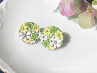 『送料無料』flowering まるピアス 2.0㎝ / ポリマークレイの画像