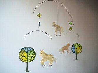 モビール*子馬の木の画像