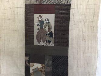 ヴィンテージ着物のタペストリー  異国の人の画像