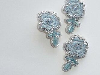 薔薇*sora ビーズ刺繍ブローチの画像