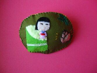 かぐや姫(?)の女の子<布ブローチ(刺繍ブローチ)>の画像