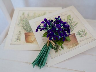 Small violet corsageの画像