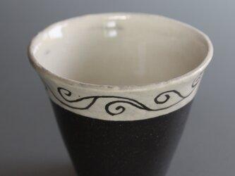唐草模様のツートーンカップの画像