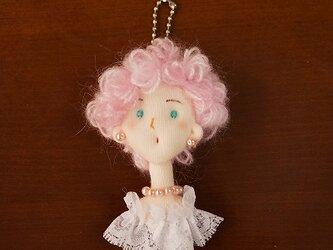 ご婦人チャーム(ピンク巻髪)の画像