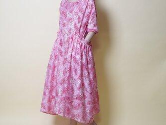 【数量限定ハンドメイド2019送料無料】ボタニカルワンピース/ピンク系 フリルポケット18025の画像