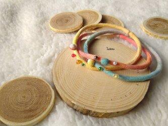 ふんわり優しい染め布3連ブレスレット ハレ色の画像
