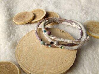 ふんわり優しい染め布3連ブレスレット 白樺の林色の画像