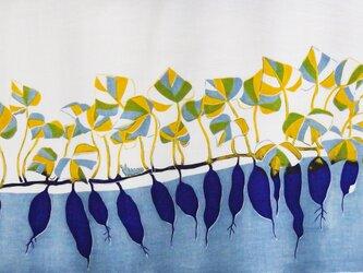 型染めてぬぐい「いもとむし」(青紫)(綿100%・手染め捺染)の画像