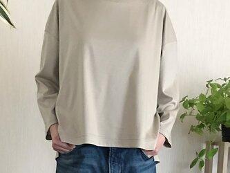 大人なTシャツ(ベージュ)の画像