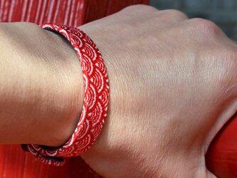 和風ブレスレット 青海波 赤  レザーブレスレットの画像