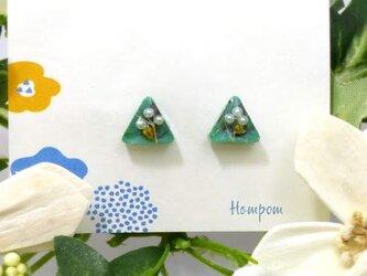 19p006・パールのお花の三角1粒ピアス ホムポムの画像