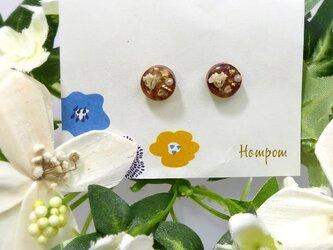 19p007・白いお花の丸い1粒ピアス ホムポムの画像