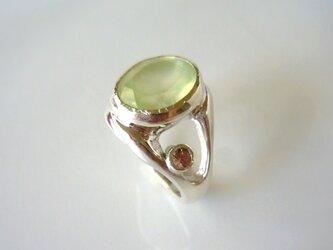 プレナイトとシャンパーンガーネットの指輪の画像