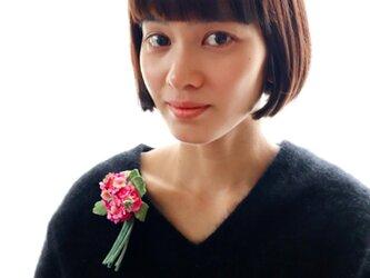 ピンクプリムラコサージュ(今月の花シリーズ)4月の花  (布花)の画像
