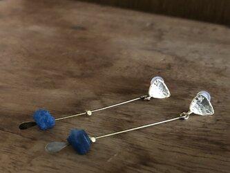 blue apatite*pierceの画像