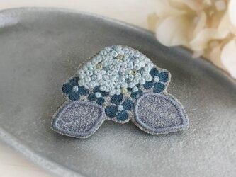 紫陽花 刺繍ブローチ(グリーン)《受注制作》の画像