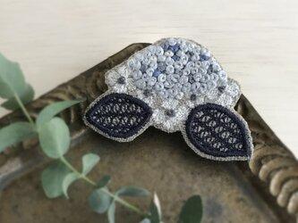 紫陽花 刺繍ブローチ(ブルー)《受注制作》の画像