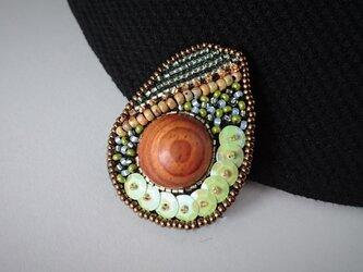 アボカド ビーズ刺繍ブローチの画像