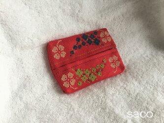刺繍のポケットティッシュケース(赤)の画像