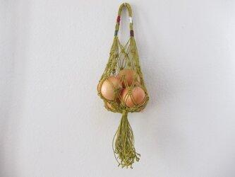 【受注製作】マクラメ編みのベジタブルストッカー~ジュートラミー/グリニッシュイエローの画像