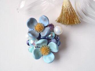 花水木のブローチ(ブルー)の画像