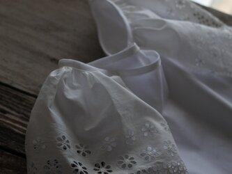 アンティークレースのお袖のブラウスの画像