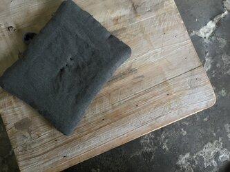 墨染めリネン 鍋つかみ 刺繍紺Dの画像
