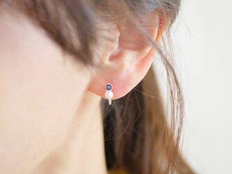 ピアスのようなイヤリング*ブルーサファイア(ジルコニア)とパールの一粒イヤリング*の画像