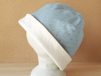 【値下げ】ガーゼのリバーシブル帽子*水色地の小花柄×アイボリーの画像