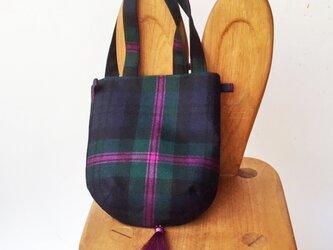 タータンチェックのタッセル付きお散歩バッグ【Modern Baird】の画像