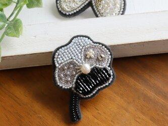パールとビーズと刺繍のお花、オートクチュール刺繍のブローチ、marukoさんの画像