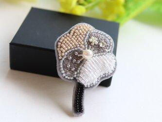 パールとビーズと刺繍のお花、オートクチュール刺繍のブローチ、narumiさんの画像