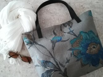 大人の花柄バッグの画像
