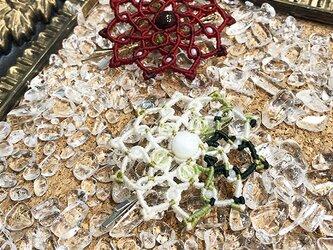 新色追加!天然石のマクラメ編みヘアピン【ダリア】ホワイト系・ムーンストーンの画像