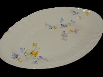 蝶と水仙のオーバルプレートの画像