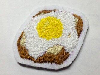 トースト目玉焼きのせブローチの画像