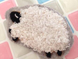 sleeping sheepふわふわブローチLサイズの画像