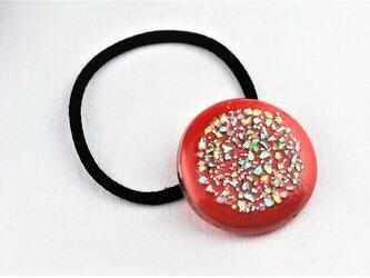 トマトレッド色のヘアゴム(螺鈿)の画像
